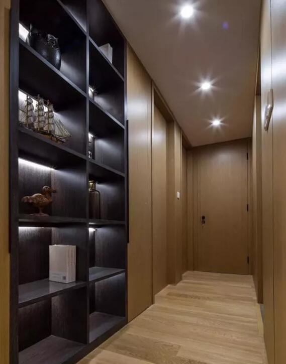 三居室112平米现代木色三室4