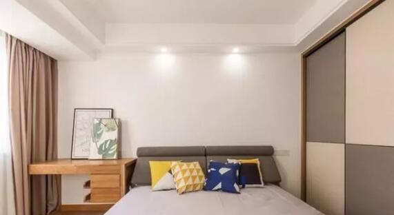三居室112平米现代木色三室5